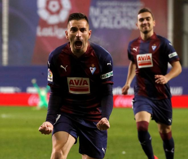 Charles celebra el tercer gol del Eibar ante el Espanyol.