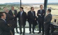 Carlos Fabra y Francisco Camps, en la torre de control durante la construcción del aeropuerto de Castellón.