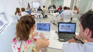 Pràctiques per estudiants en una escola de formació.
