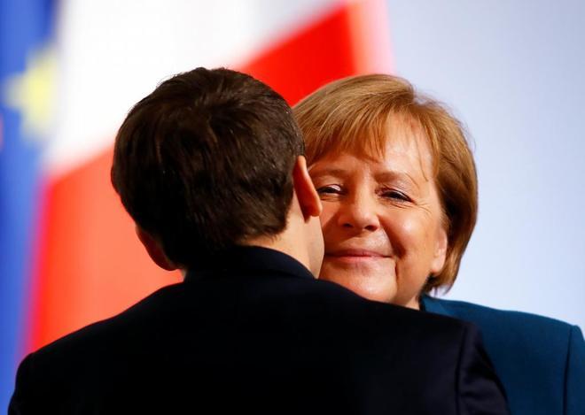 La canciller Angela Merkel y el presidente Emmanuel Macron, en Aquisgrán.