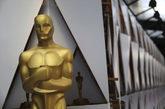 Una estatua de un Oscar en el Dolby Theatre de Los Ángeles.