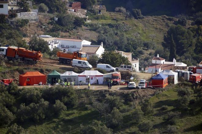 El campamento en la zona de Totalán donde siguen las tareas de rescate de Julen.