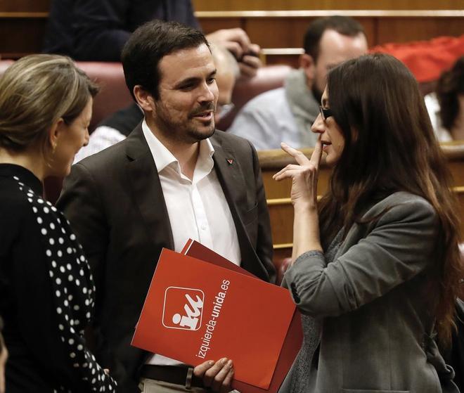 El líder de Izquieda Unida, Alberto Garzón, junto a la diputada Sol Sánchez