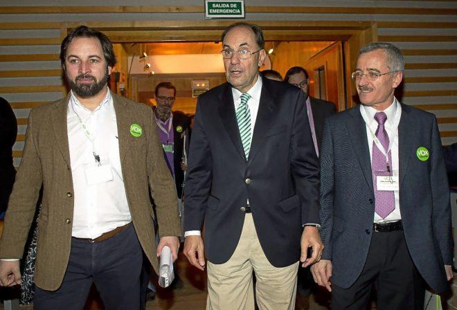 Alejo Vidal Quadras, José Antonio Ortega Lara y Santiago Abascal en una asamblea extraordinaria de Vox en el año 2014
