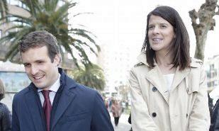 El presidente del PP, Pablo Casado, junto a Ruth Beitia y Gema Igual,...