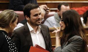 El líder de Izquieda Unida, Alberto Garzón, junto a la diputada Sol...