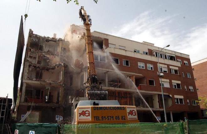 Demolición del piso de Leganés donde se inmolaron los terroristas...