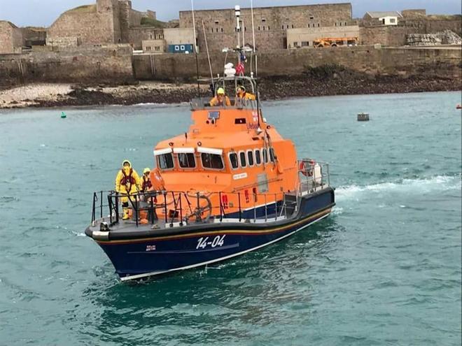 La embarcación de rescate Alderney, que busca la avioneta en la que viajaba Sala.