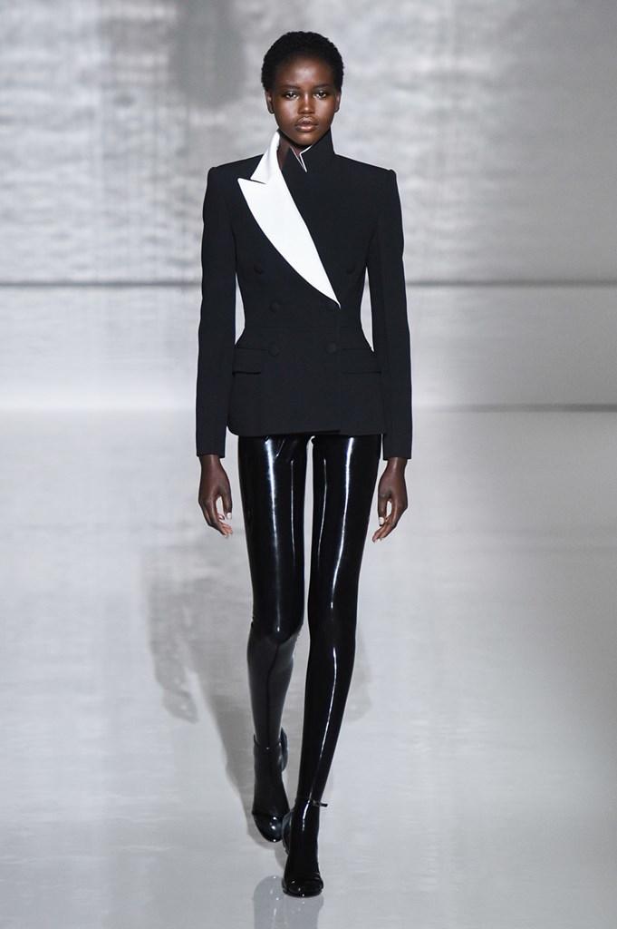 Desfile de Givenchy - Semana de la Alta Costura de París -...
