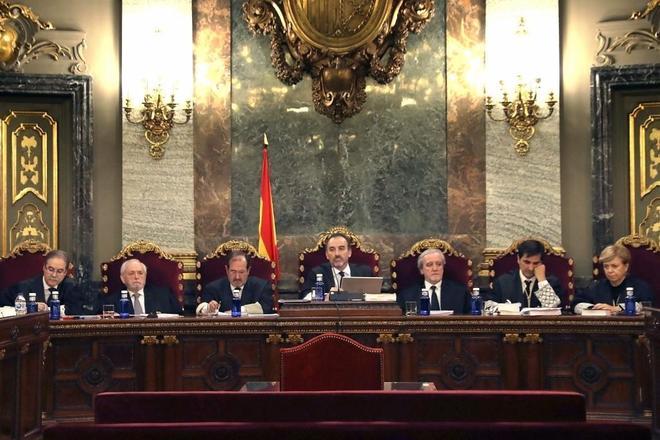 Los siete magistrados que juzgarán el juicio del 1-O con Manuel Marchena, en el centro, como presidente