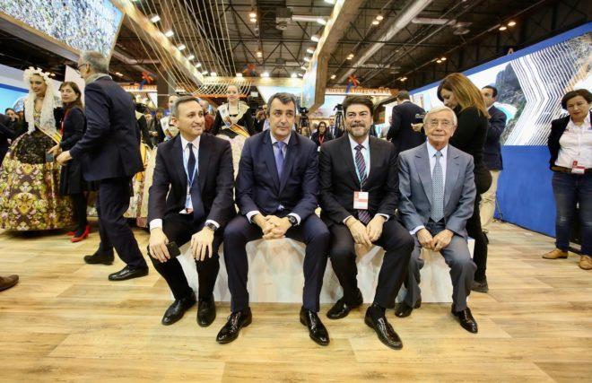 El presidente de la Diputación,  César Sánchez, Javiér Guillen, el alcalde de Alicante, Luis Barcala, y el presidente de la Academia de Gastronomía, Rafael Ansón.