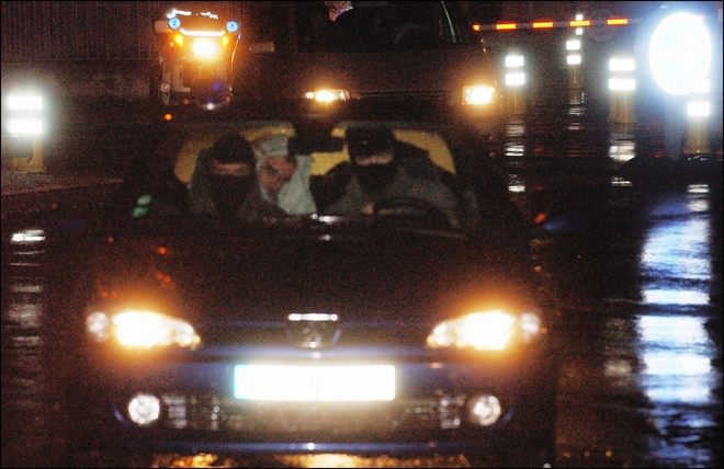 El líder del 'aparato político' de ETA, 'Mikel Antza', en la parte trasera de un coche en 2004