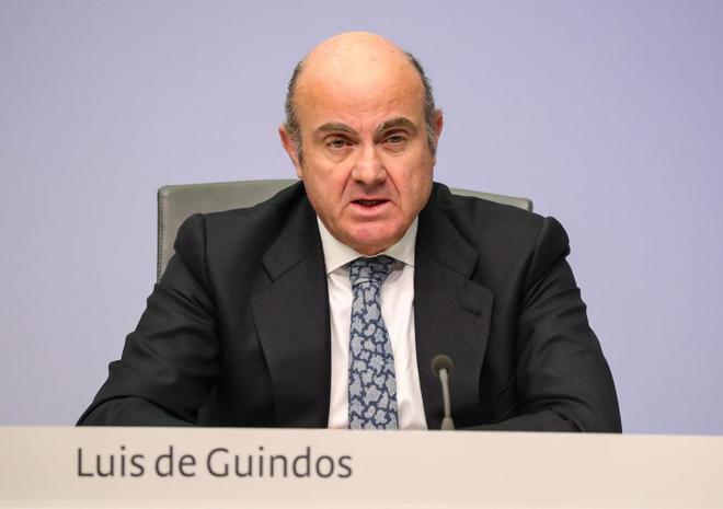 El ex ministro de Economía y vicepresidente del BCE, Luis de Guindos,...