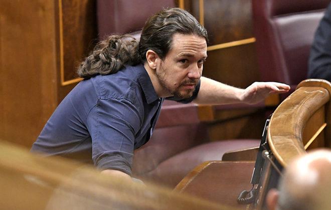 El secretario general de Podemos, Pablo Iglesias, en su escaño del Congreso