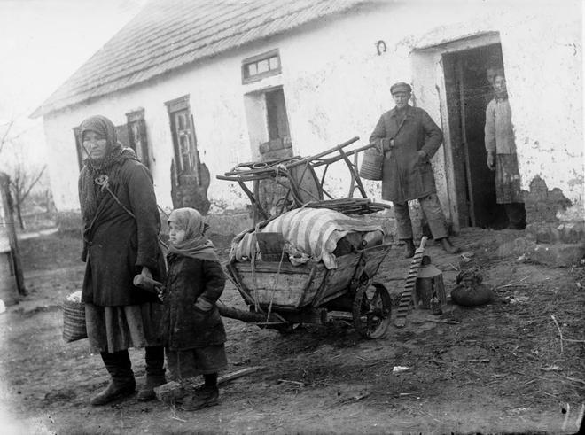 Los campesinos ucranianos sufrieron primero la confiscación de sus tierras y después de sus alimentos.