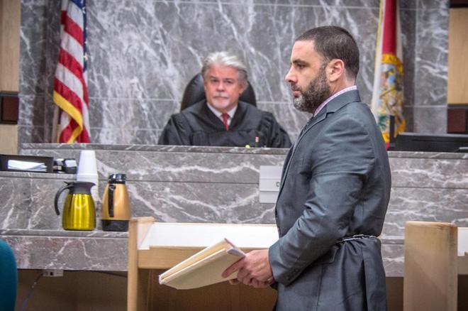 Pablo Ibar, durante el juicio por triple asesinato en Florida, pasa...