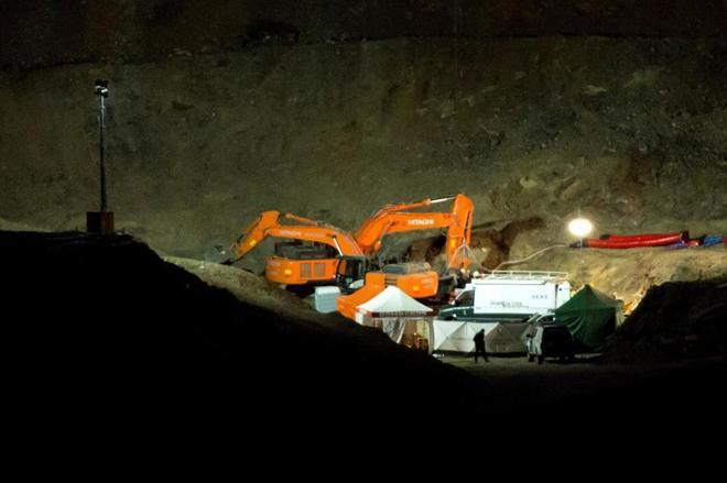 Mineros junto a Bomberos y Guardia Civil prosiguen el rescate de...