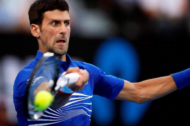 Novak Djokovic ejecuta un golpe de derecha en su partido frente a Pouille.