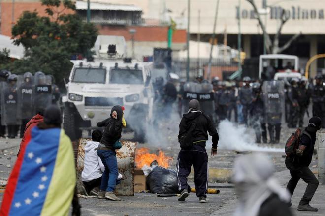 Enfrentamientos con la policía en una manifestación en rechazo a Nicolás Maduro, en Caracas, el pasado miércoles.