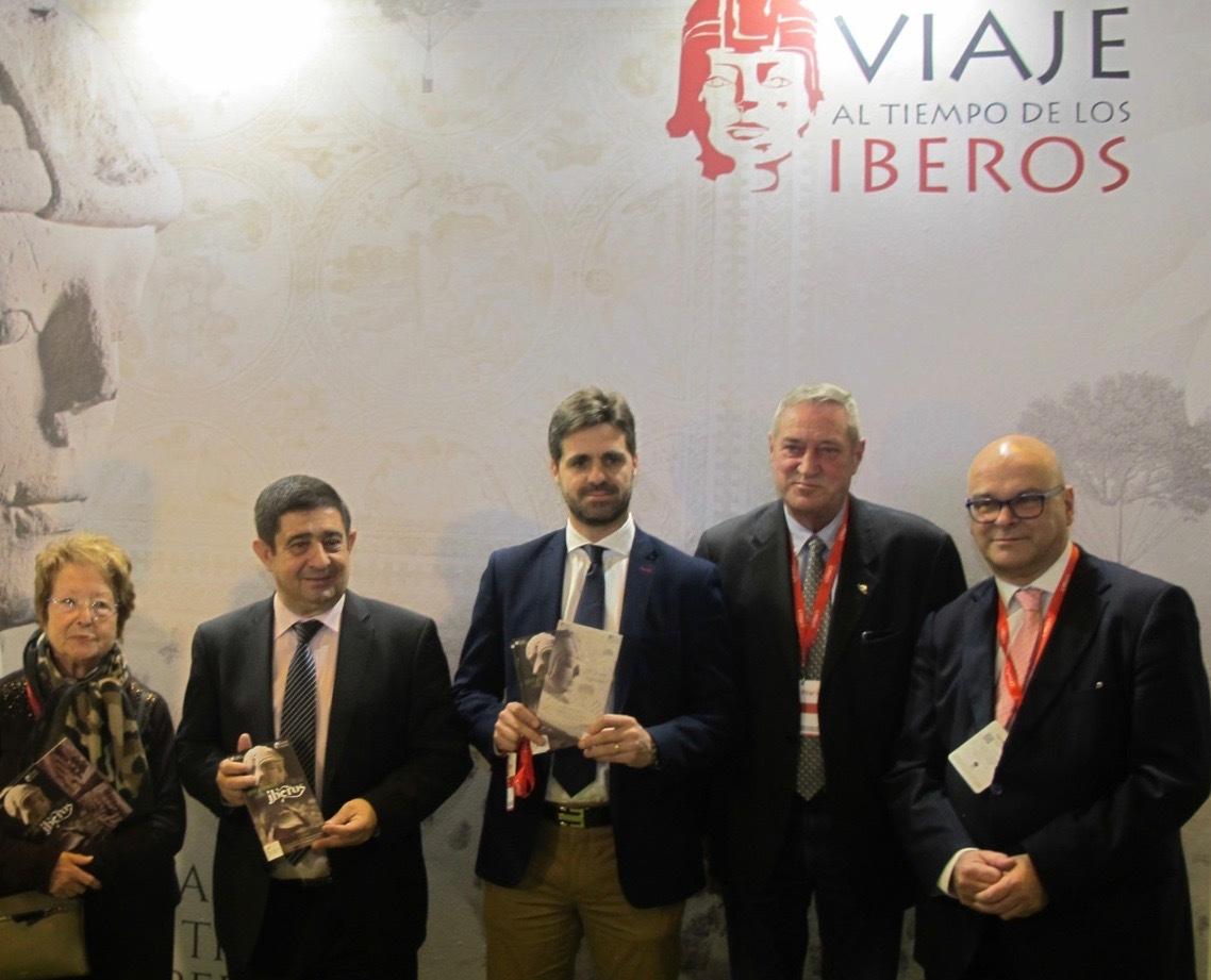 El presidente de la Diputación de Jaén junto a otras autoridades y académicos.