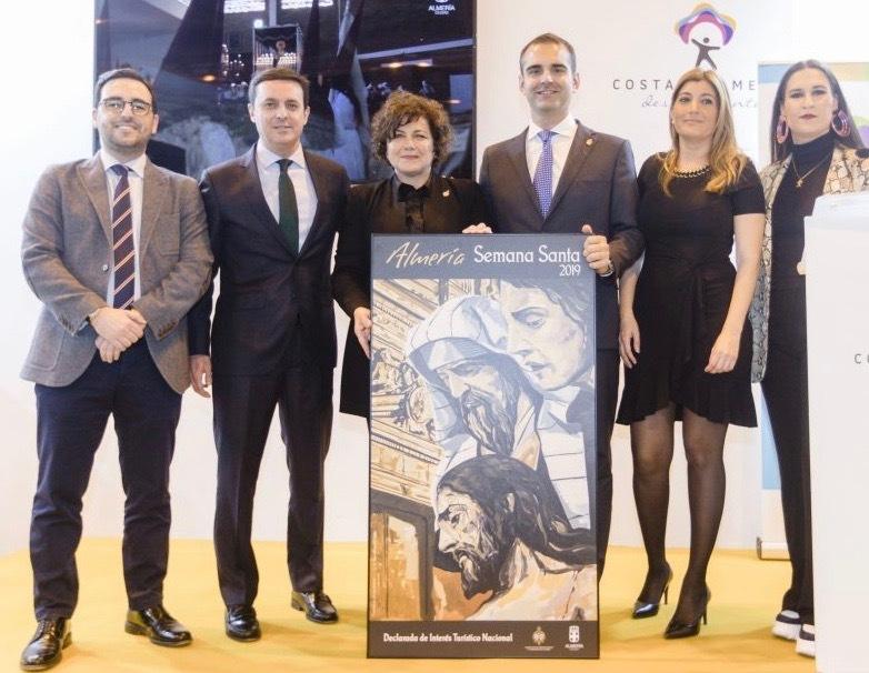 El presidente de la Diputación de Almería Javier A. García junto a otras autoridades en Fitur 2019.