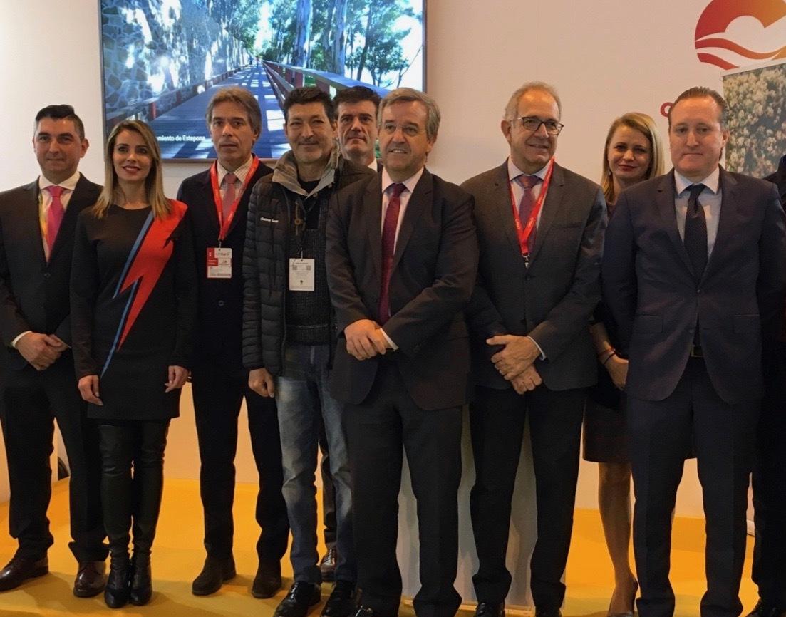 José María García Urbano junto a otras personalidades en la presentación en Fitur.