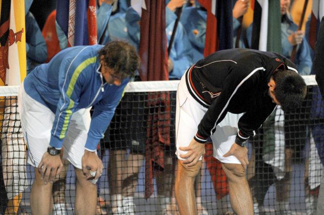 Rafa Nadal (izda) y Novak Djokovic, tras la final del Abierto de Australia de 2012.