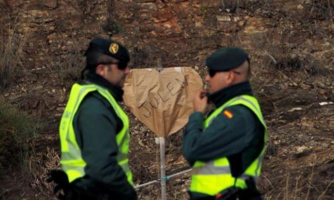 Dos efectivos de la Guardia Civil en el rescate de Julen.