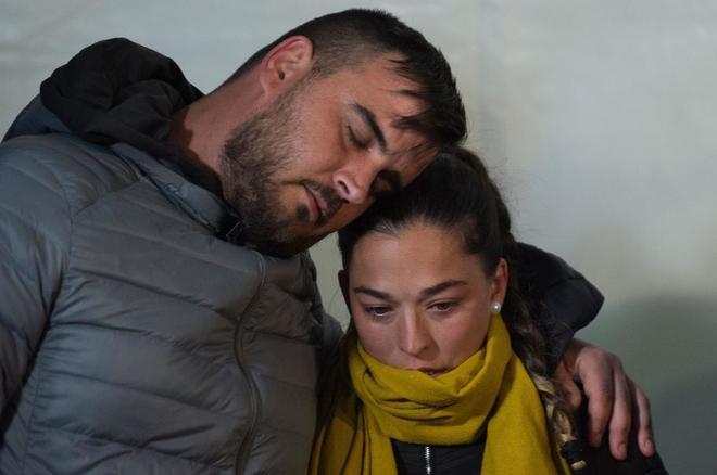 Los padres del pequeño Julen, durante una vigilia en Totalán (Málaga):