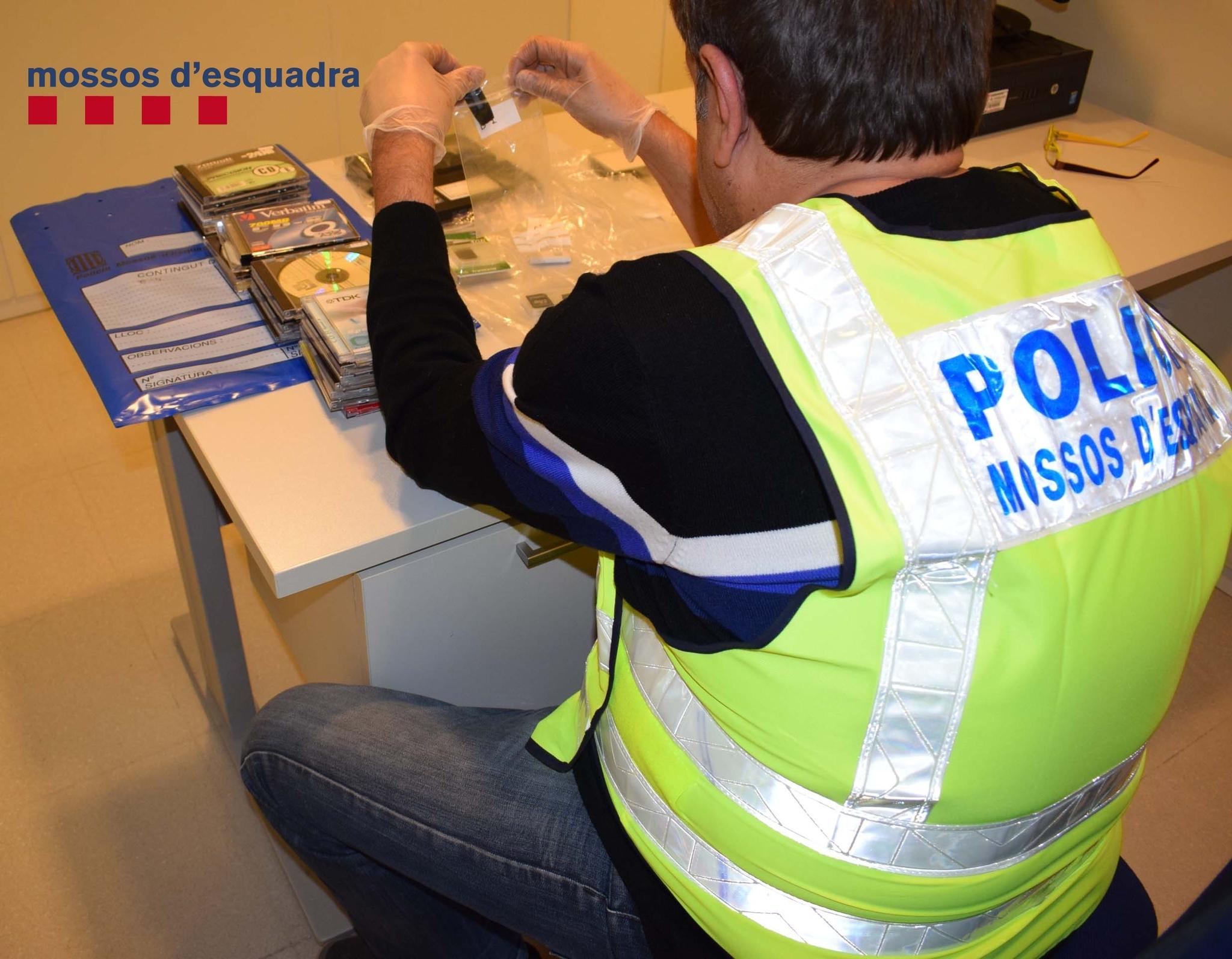 Imagen del operativo policial de los Mossos
