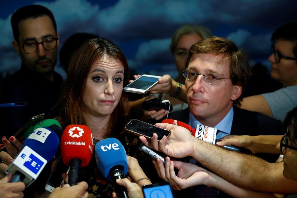 Andrea Levy, junto a José Luis Martínez Almeida.