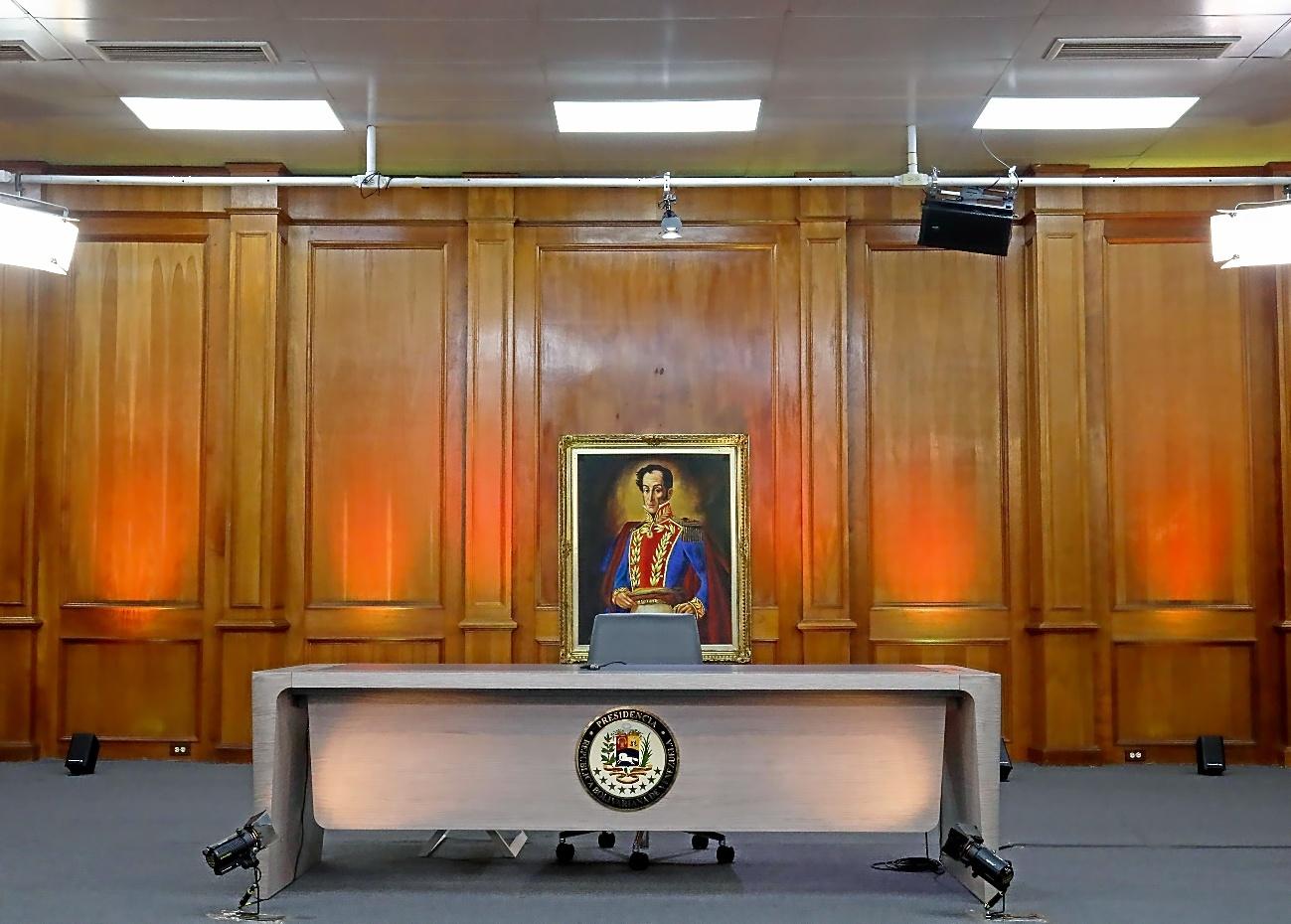 El escritorio desde el que Nicolás Maduro ofreció una rueda de prensa el viernes, Caracas.