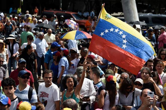 Seguidores de Guaidó se congregan en Caracas.