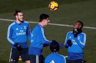 Gareth Bale, Courtois  y Vinicius,  durante el entrenamiento de este sábado en Valdebebas.
