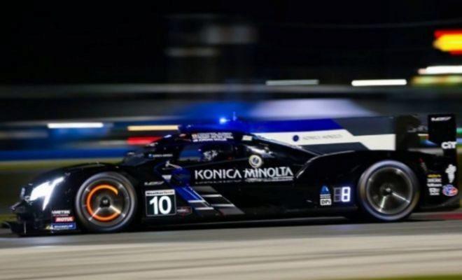 El coche #10 del Wayne Taylor Racing, en la noche de Daytona.