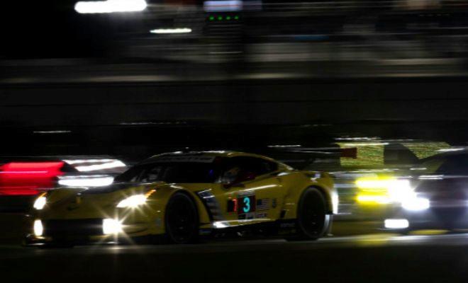 El Corvette de García, durante la noche de Daytona.