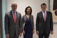 Andrea Orcel, Ana Botín y José Antonio Álvarez el pasado mes de septiembre en la sede del banco en Madrid