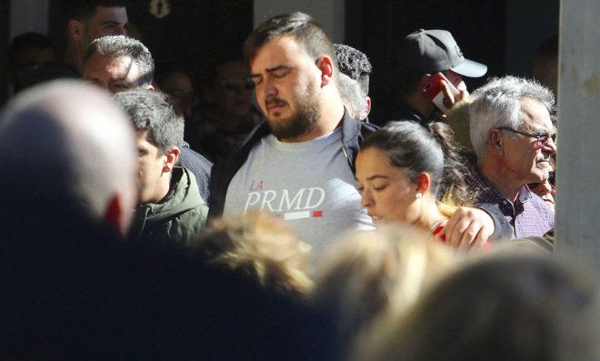 Los padres de Julen durante el entierro del pequeño en El Palo (Málaga)