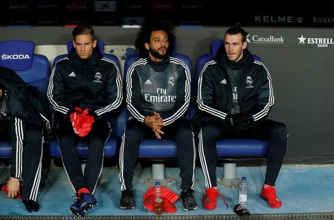 Marcelo, en el banquillo junto a Llorente y Bale.