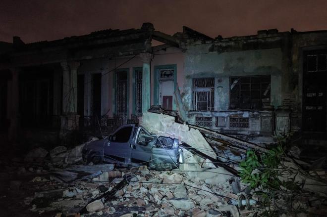 Efectos del tornado en La Habana, Cuba, en concreto en el barrio de...