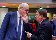 El ministro de Agricultura español, Luis Planas, con el comisario europeo de Agricultura, Phil Hogan, en Bruselas