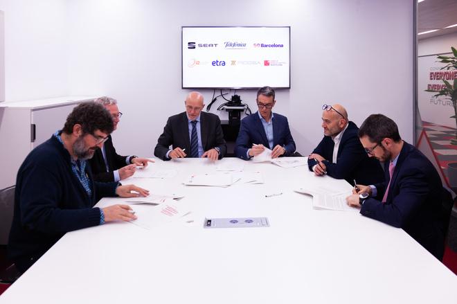 La firma del acuerdo posibilitará el desarrollo del coche conectado.