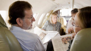 El Presidente del Partido Popular Mariano Rajoy y su mujer Elvira...