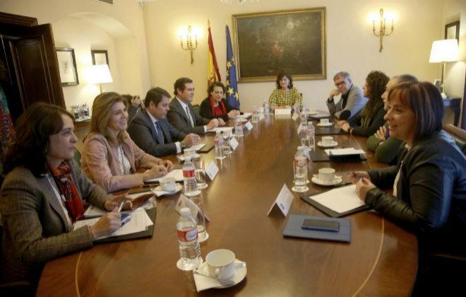 Reunión de la Mesa de Diálogo sobre Igualdad, este lunes en La Moncloa.