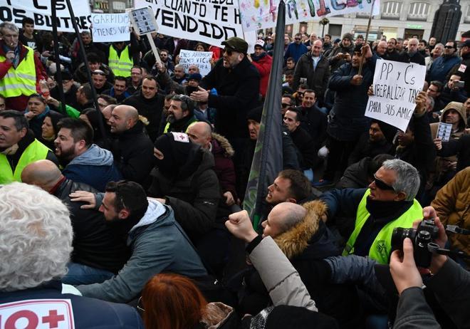 Taxistas protestando ayer en Madrid.