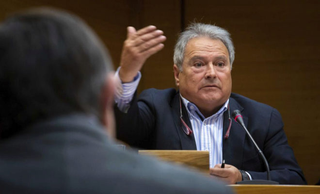 El ex presidente de la Diputación de Valencia Alfonso Rus durante su comparecencia en la Comisión de Investigación de las Cortes Valencianas sobre el caso Taula.