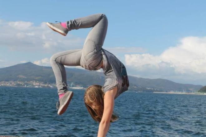 La gimnasta Desirée Vila, con 16 años, antes de la amputación