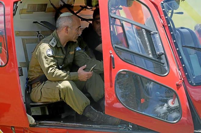 El coronel israelí Golan Vach, en el interior de un helicóptero de rescate, ayer, en Brumadinho, en el estado de Minas Gerais.