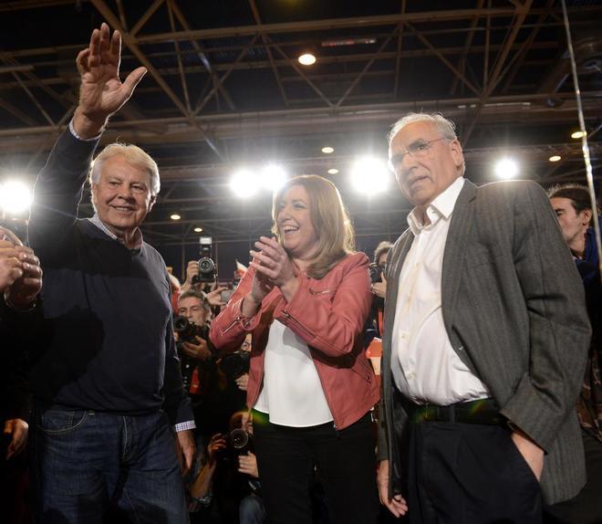 Susana Díaz acompañada por Alfonso Guerra y Felipe González en...