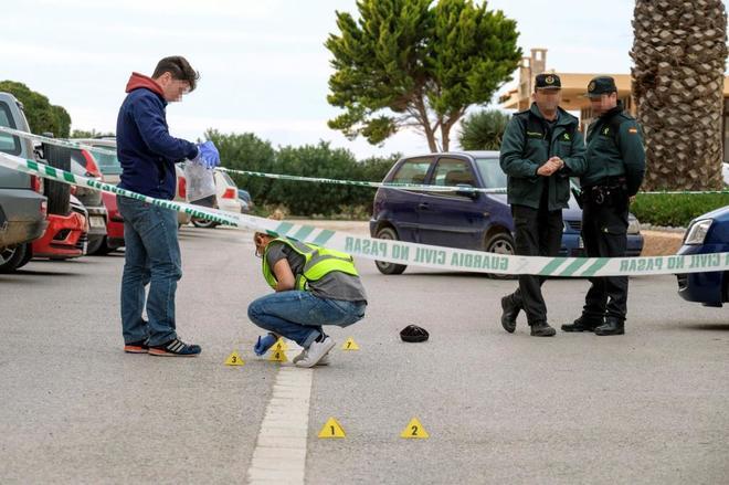 Efectivos de la Guardia Civil en la escena del crimen.